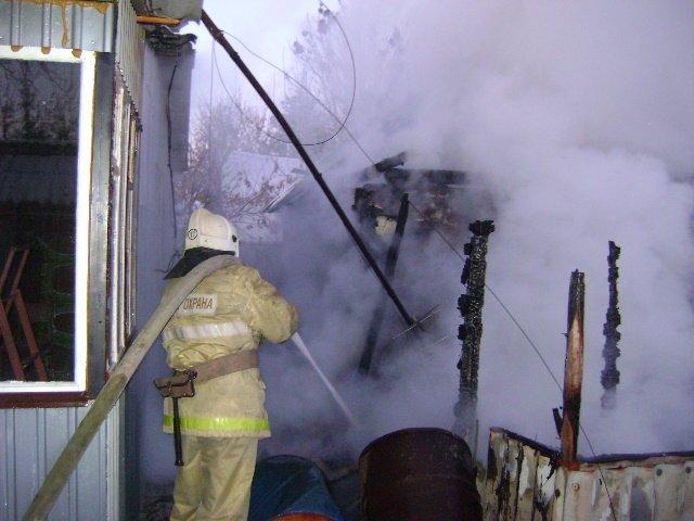 В Стрелецком горит склад с межкомнатными дверями [обновлено], фото-4
