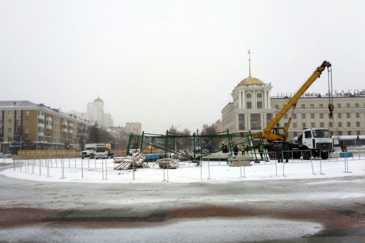 На Соборной площади Белгорода устанавливают новогоднюю ёлку , фото-1