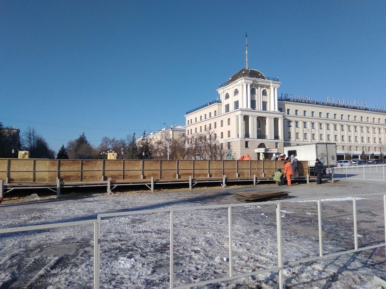 На Соборной площади Белгорода устанавливают новогоднюю ёлку , фото-7