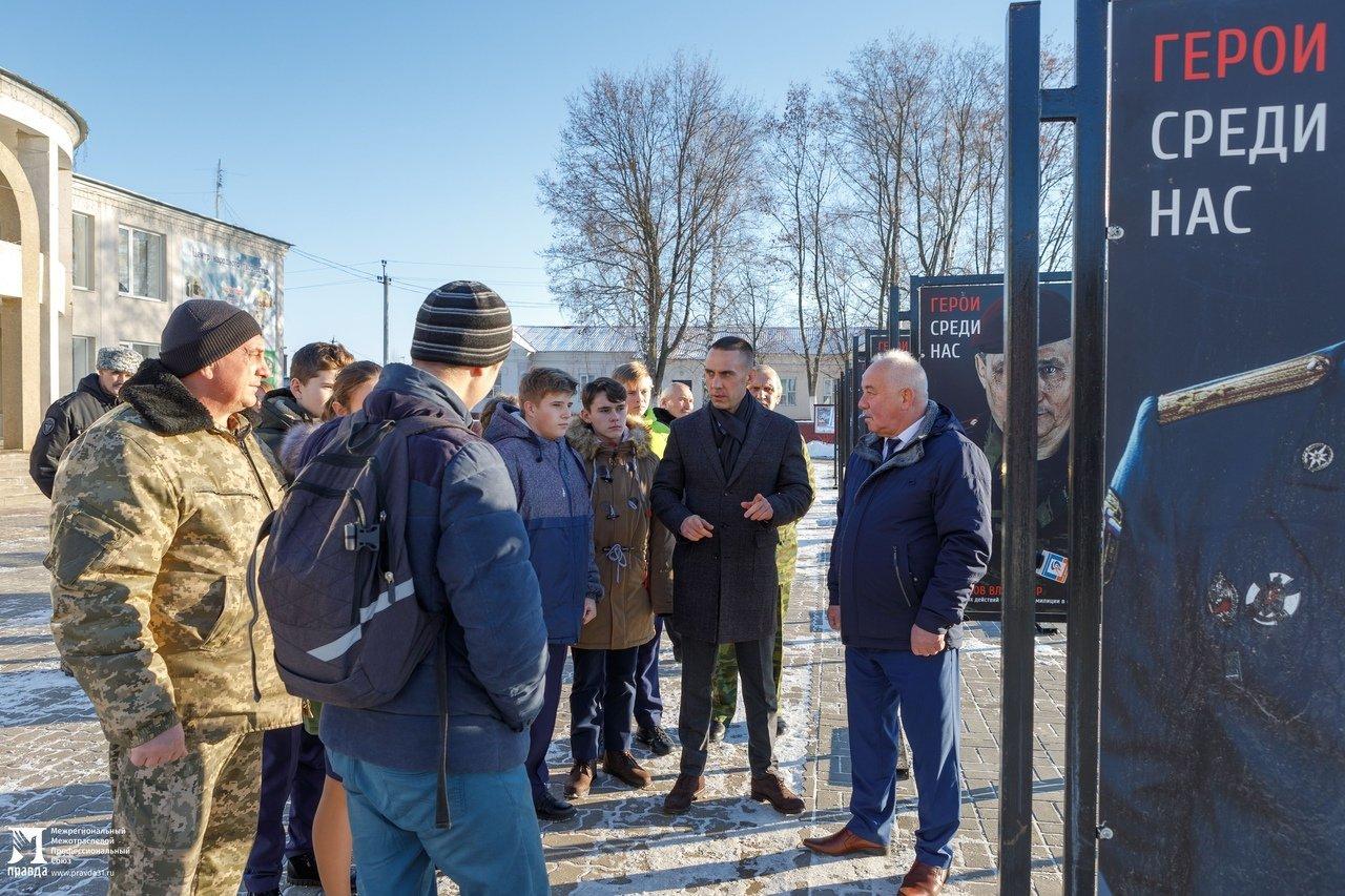 Белгородская область богата героями: фотовыставка «Герои среди нас» приехала в Красную Яругу, фото-3