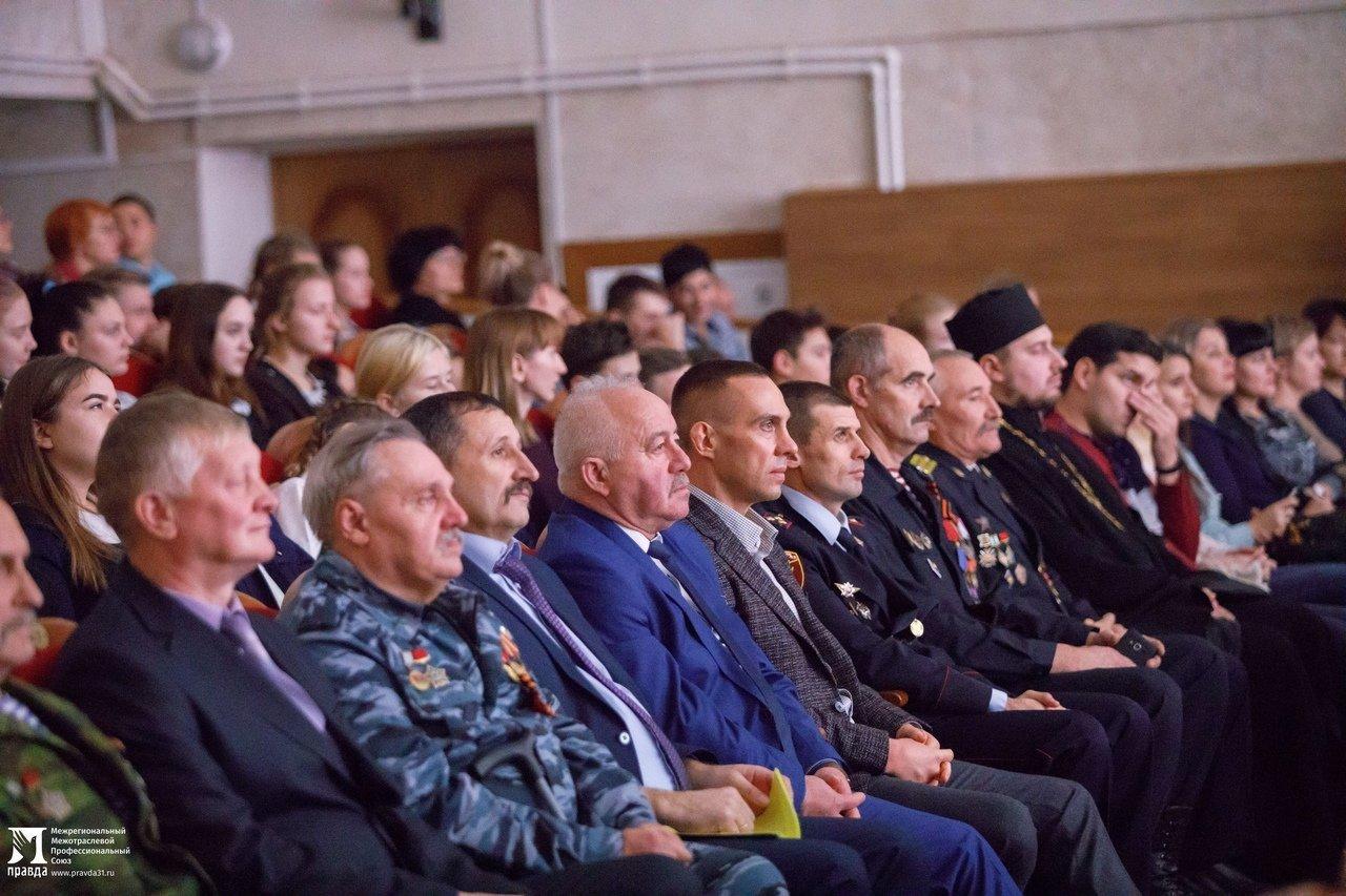 Белгородская область богата героями: фотовыставка «Герои среди нас» приехала в Красную Яругу, фото-9
