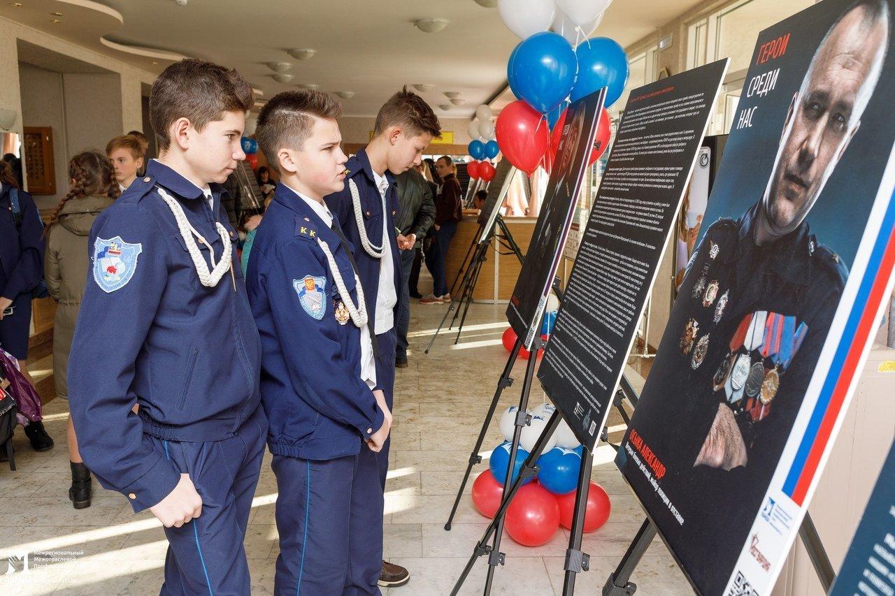 Белгородская область богата героями: фотовыставка «Герои среди нас» приехала в Красную Яругу, фото-1