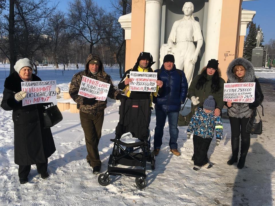 В Белгороде прошёл пикет в поддержку родителей детей-инвалидов, фото-1