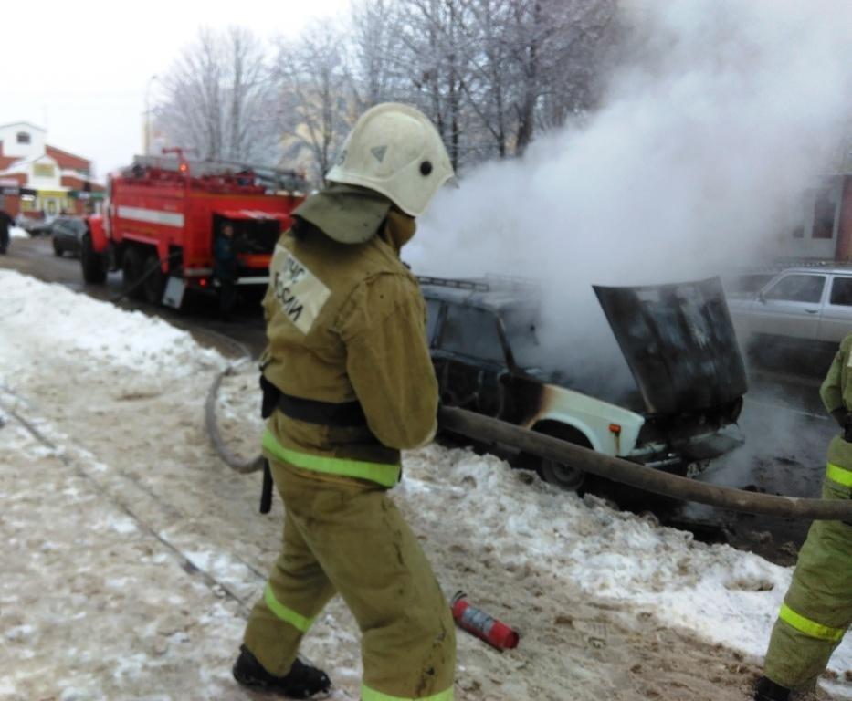 Под Белгородом на ходу загорелась легковушка, фото-2