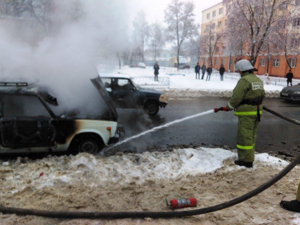 Под Белгородом на ходу загорелась легковушка, фото-1