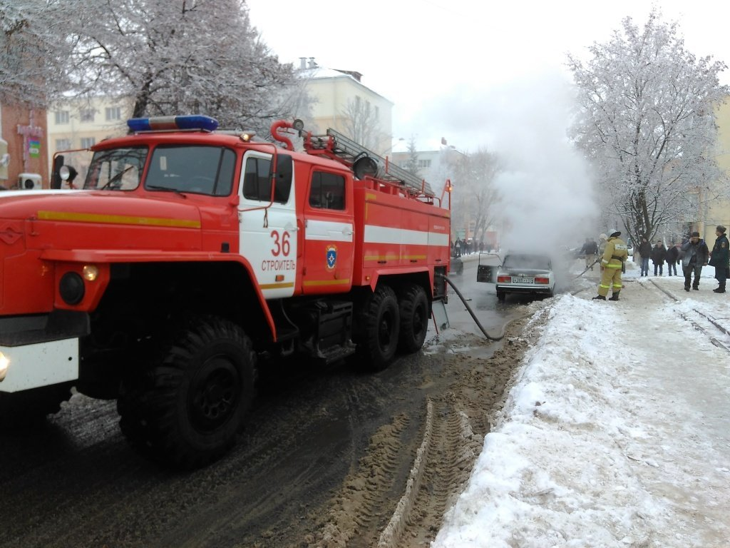 Под Белгородом на ходу загорелась легковушка, фото-3