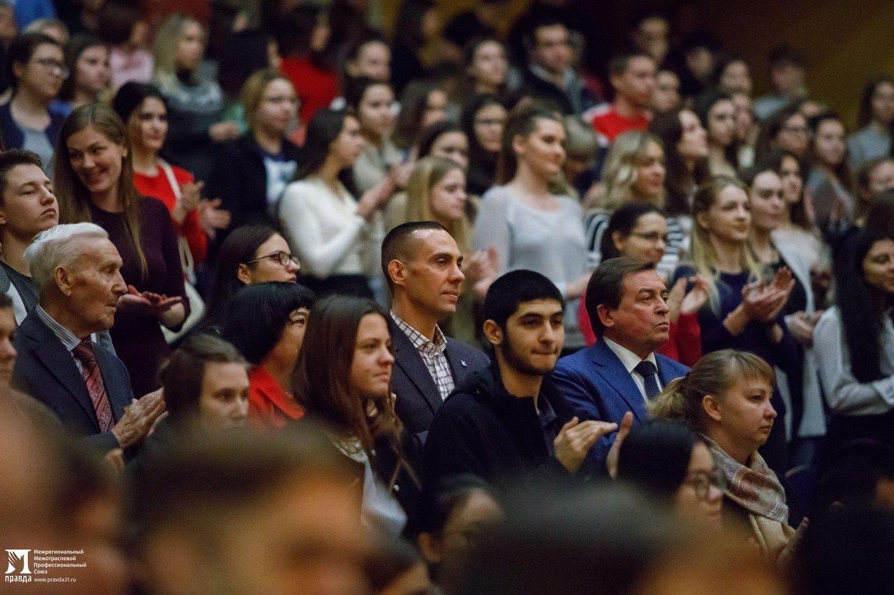 «О подвигах надо говорить». Студентам Белгородского госуниверситета представили фотовыставку «Герои среди нас», фото-9