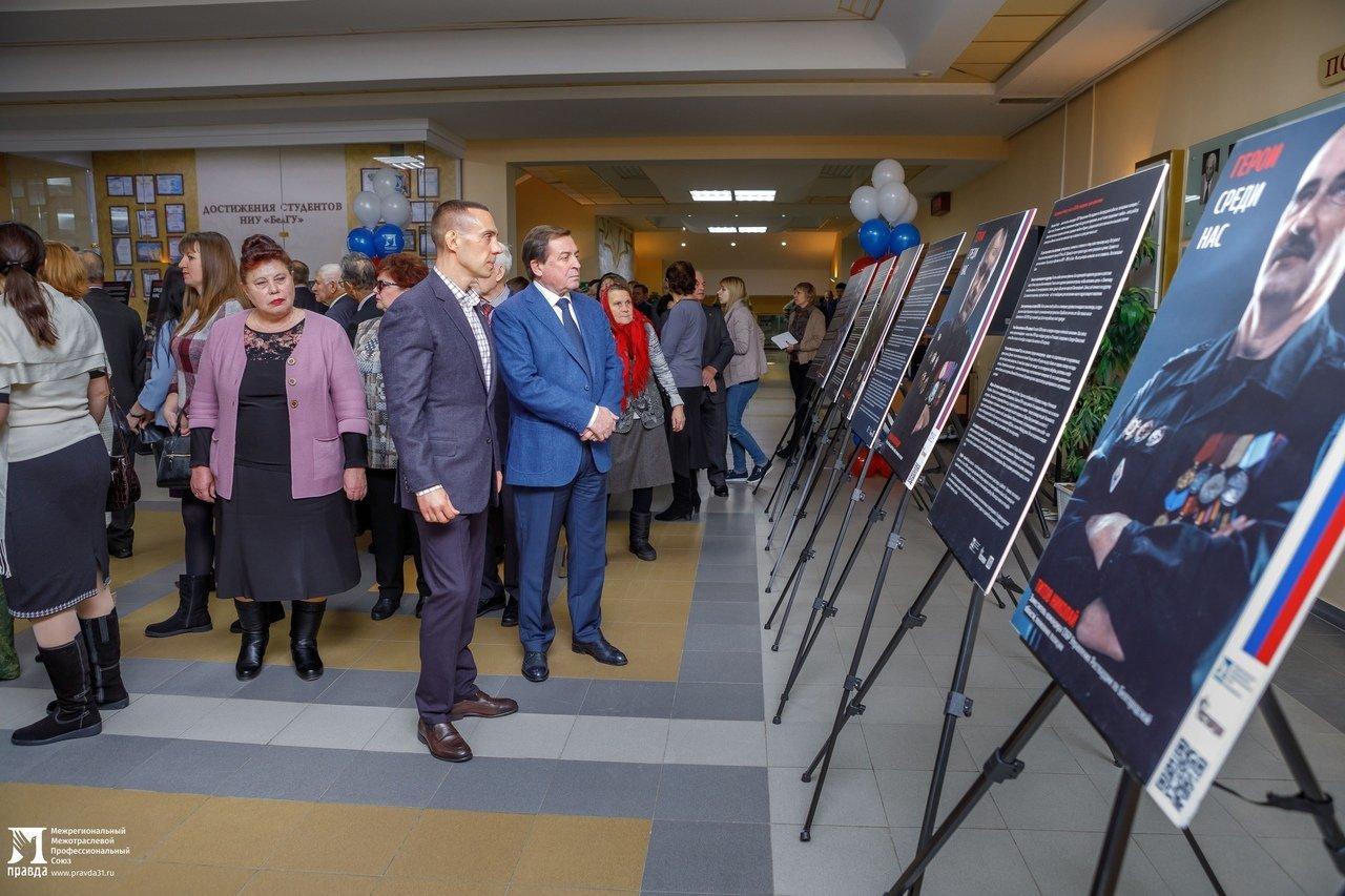 «О подвигах надо говорить». Студентам Белгородского госуниверситета представили фотовыставку «Герои среди нас», фото-3