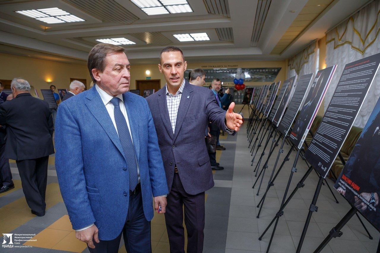 «О подвигах надо говорить». Студентам Белгородского госуниверситета представили фотовыставку «Герои среди нас», фото-5
