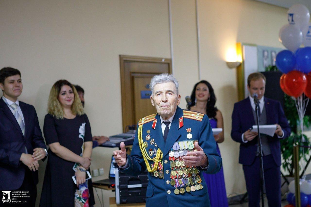 «О подвигах надо говорить». Студентам Белгородского госуниверситета представили фотовыставку «Герои среди нас», фото-4