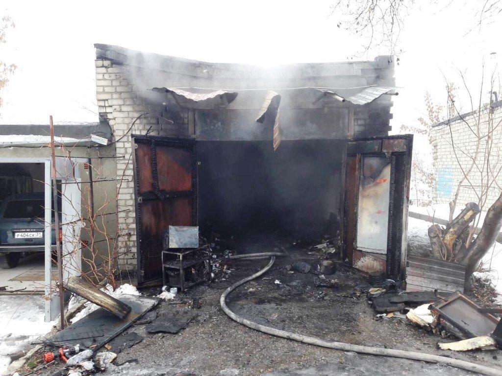 В Белгороде сгорели два гаража , фото-1