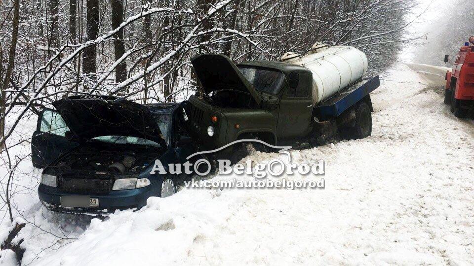 Под Белгородом столкнулись автоцистерна и «Ауди» , фото-1
