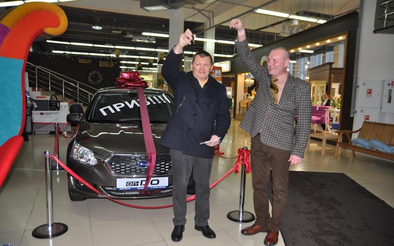 Самый удачливый покупатель ТЦ «Мебельный город» получил в подарок автомобиль, фото-16