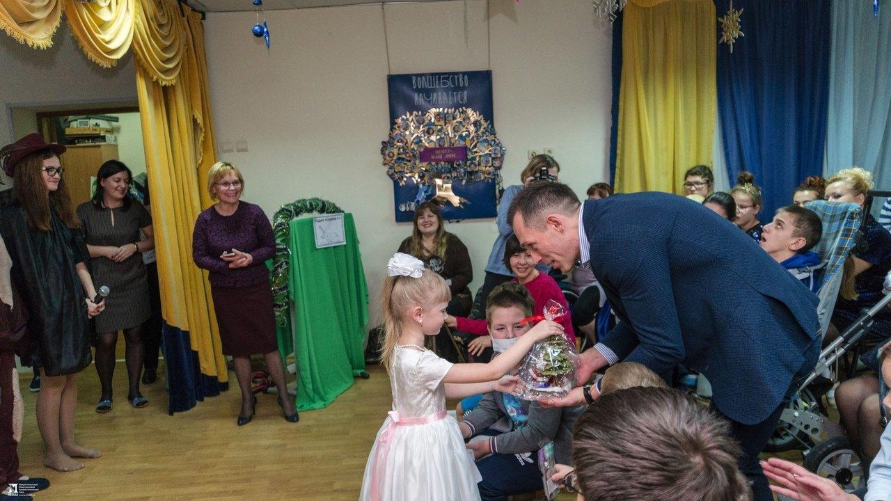 «Правдивцы» поздравили с Новым годом ребят из центров реабилитации для особенных детей, фото-12