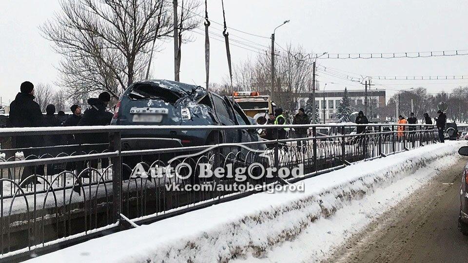 В Белгороде автомобилистка слетела с моста в реку, фото-3