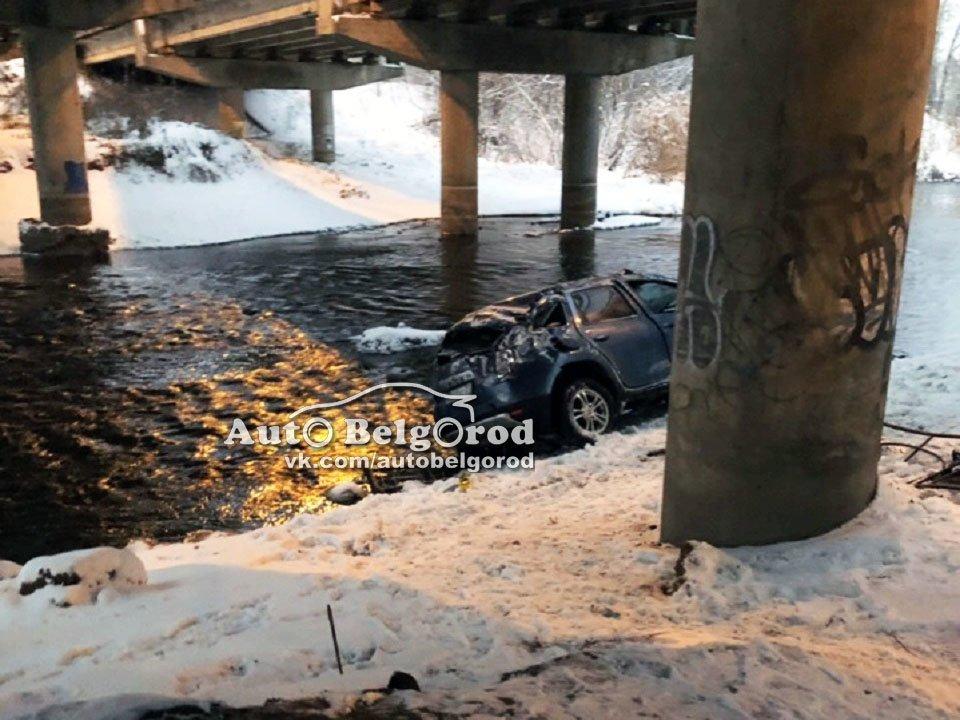 В Белгороде автомобилистка слетела с моста в реку, фото-2