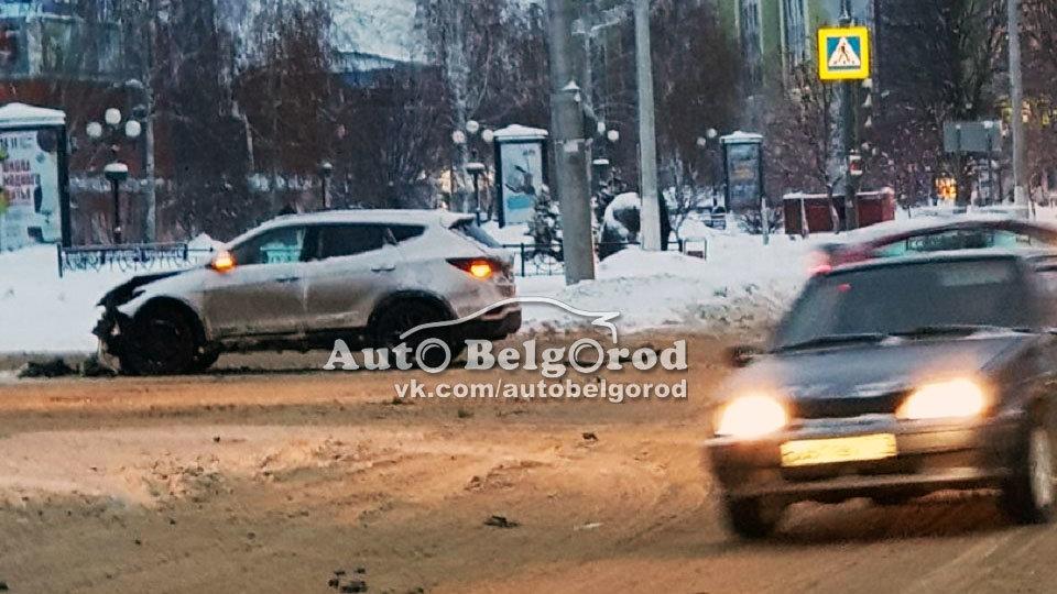 В Белгороде на светофоре произошло ДТП с пострадавшими. Инспекторы выясняют, кто виноват, фото-2