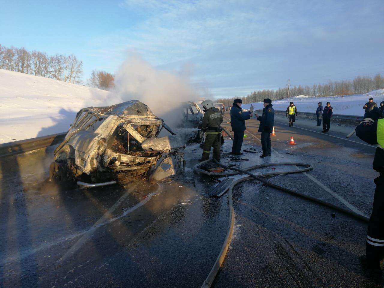 В тройном ДТП под Воронежем погибли директор и водитель ОЭМК , фото-1