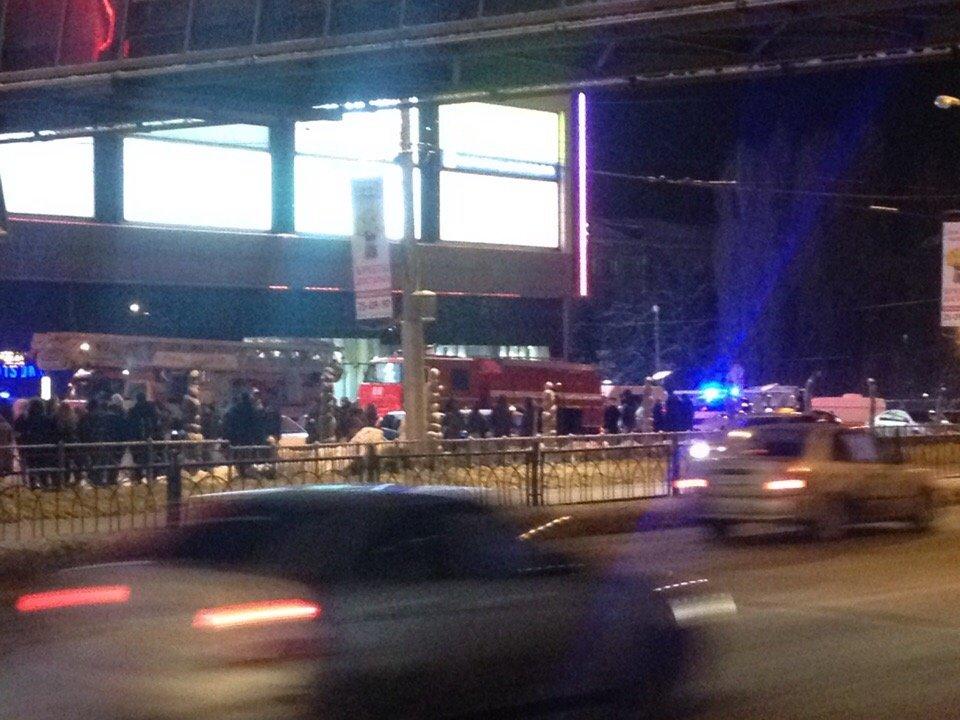 Из «Мегагринна» эвакуируют людей из-за сработавшей пожарной сигнализации, фото-2, Фото Александра Пыжа