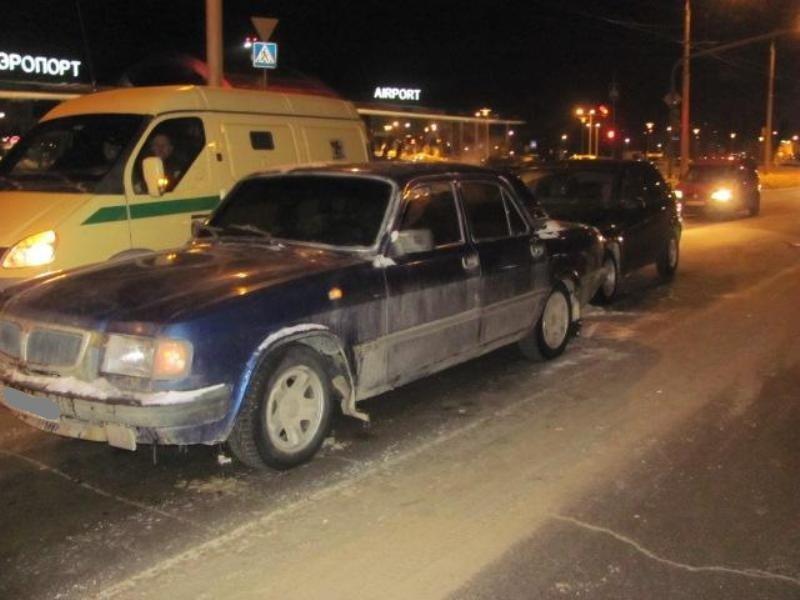 В Белгороде столкнулись «Волга» и «Рено Логан» , фото-1