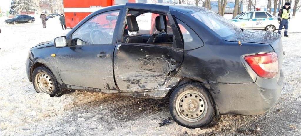 В Белгороде перевернулась 18-летняя автомобилистка, фото-2