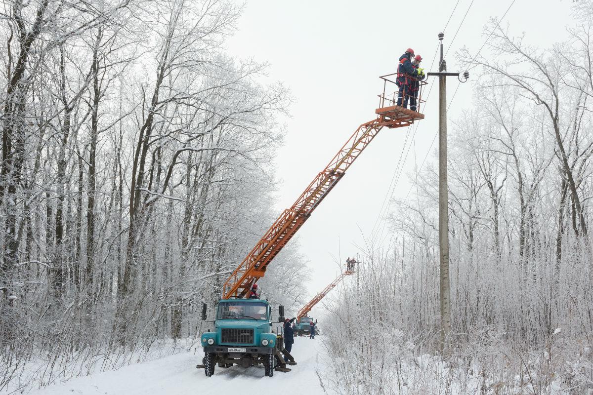 В Алексеевском районе восстановили нарушенное непогодой электроснабжение, фото-1