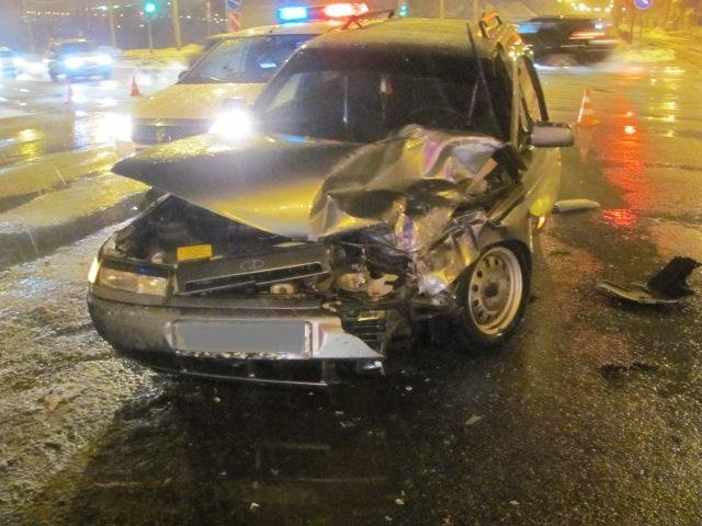 В Шебекине неопытный водитель спровоцировал ДТП с автобусом, фото-2