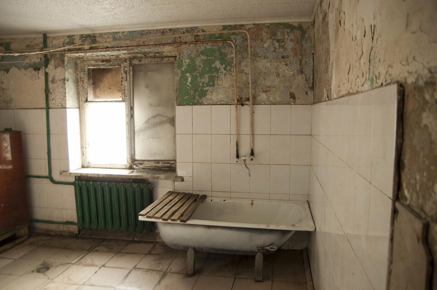 «Все, кто мог, отсюда съехали». Жильцы пятиэтажки в центре Белгорода пожаловались на ужасные условия проживания, фото-6