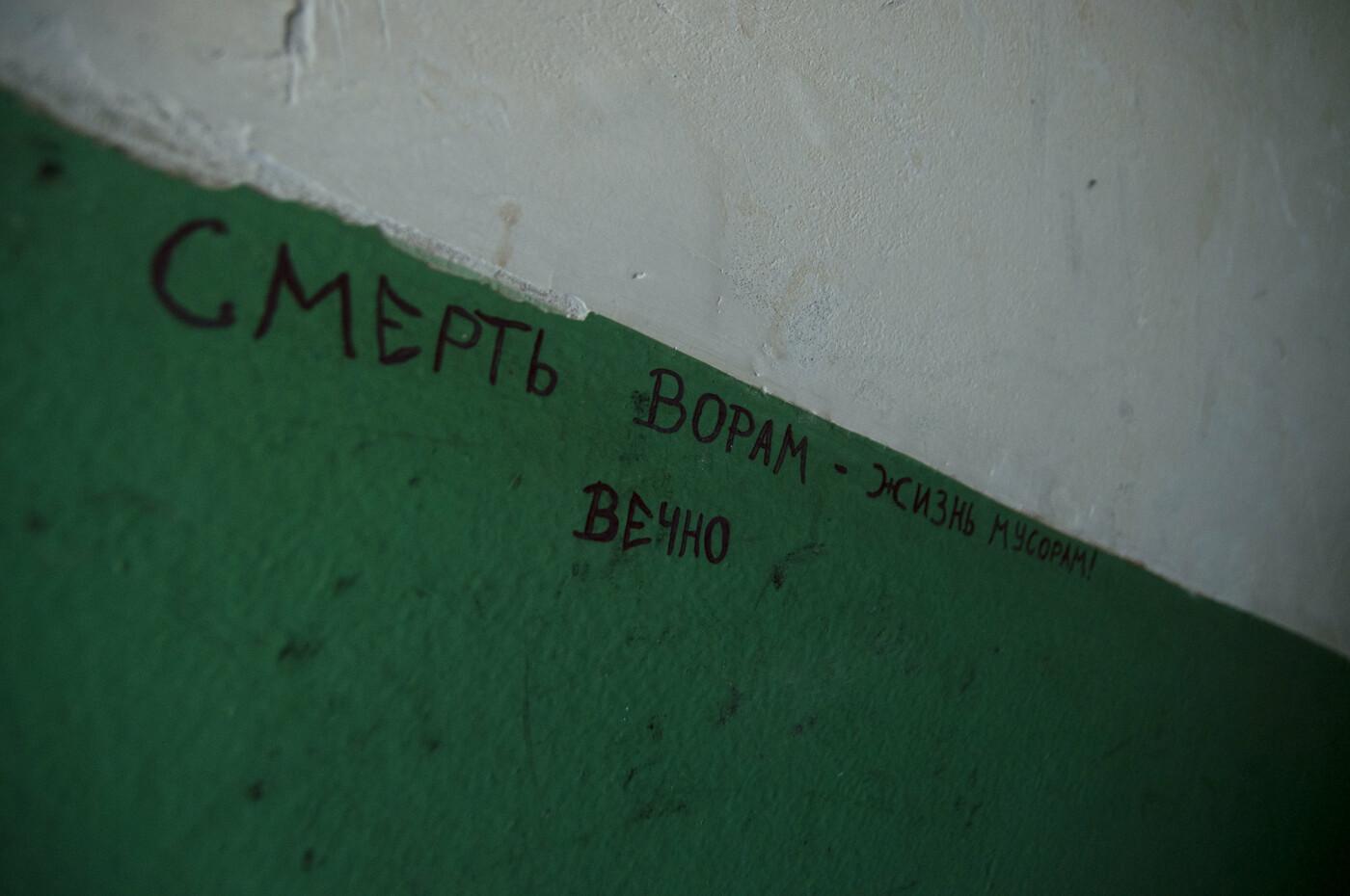 «Все, кто мог, отсюда съехали». Жильцы пятиэтажки в центре Белгорода пожаловались на ужасные условия проживания, фото-14
