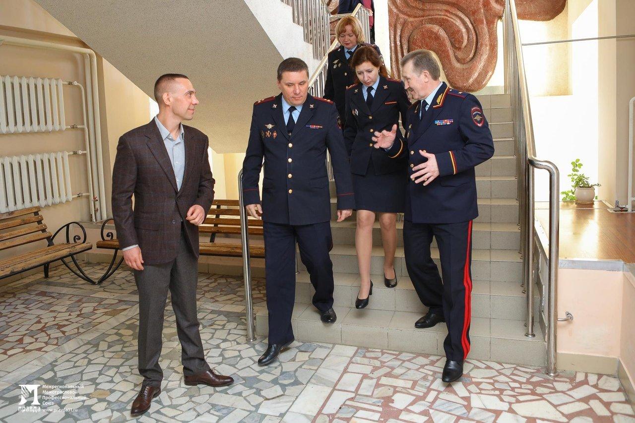 Сергей Фуглаев поздравил выпускников Белгородского правоохранительного колледжа имени Бурцева, фото-7