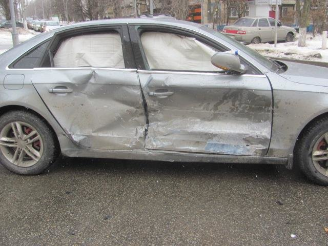 Под Старым Осколом ВАЗ влетел в уборочную машину: водитель погиб, фото-1