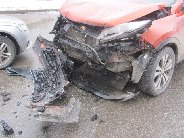 Под Старым Осколом ВАЗ влетел в уборочную машину: водитель погиб, фото-2