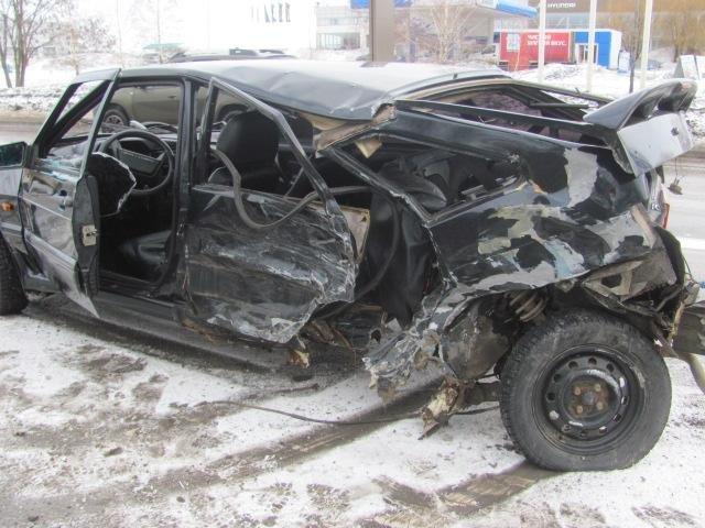Под Старым Осколом ВАЗ влетел в уборочную машину: водитель погиб, фото-4