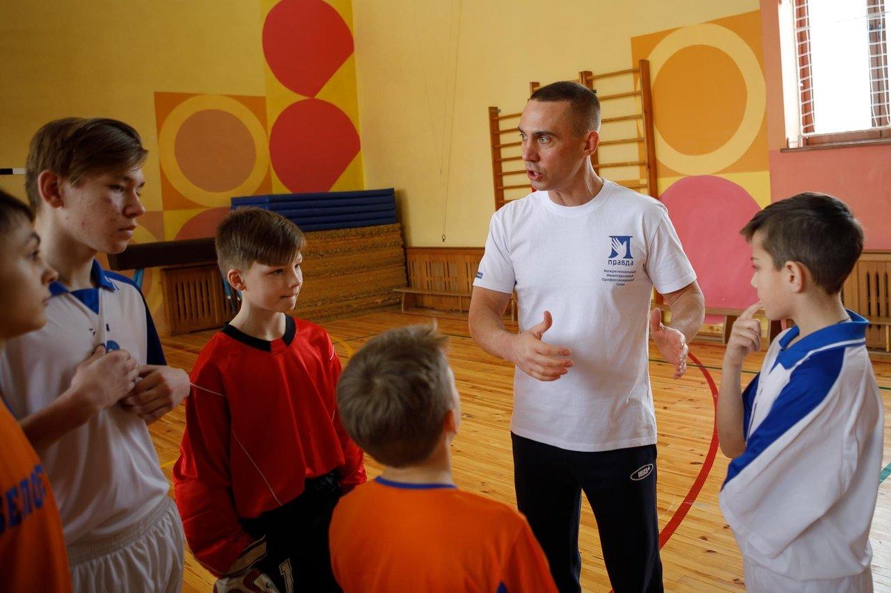 Команды профсоюза «Правда» и воспитанников Прохоровского центра развития и социализации ребёнка встретились на футбольном поле, фото-9