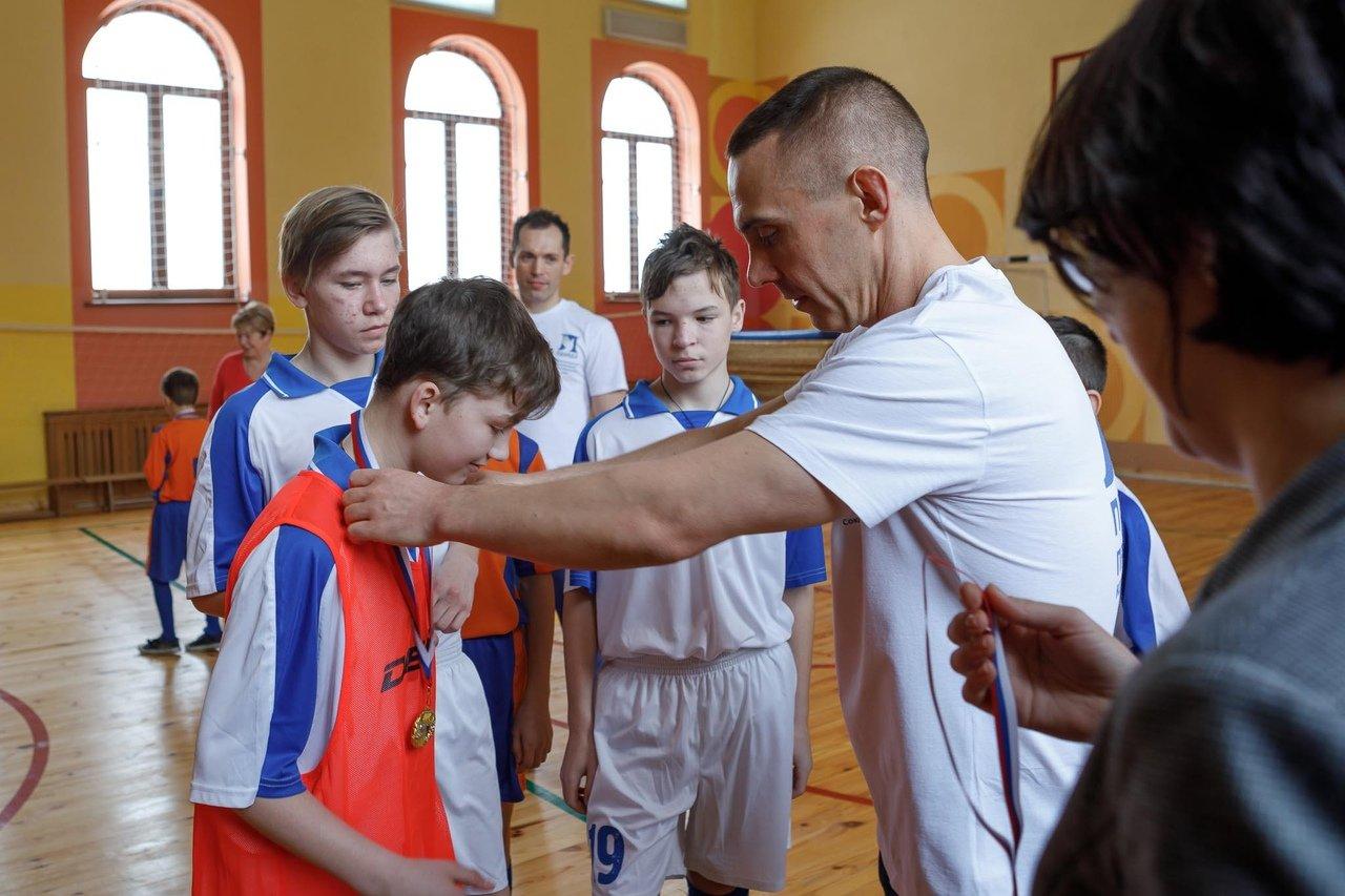 Команды профсоюза «Правда» и воспитанников Прохоровского центра развития и социализации ребёнка встретились на футбольном поле, фото-11