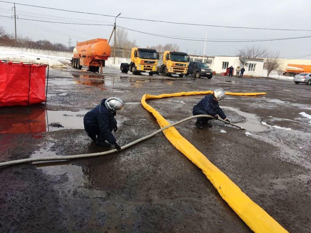 Под Белгородом топливо перевернувшегося бензовоза едва не попало в реку, фото-2