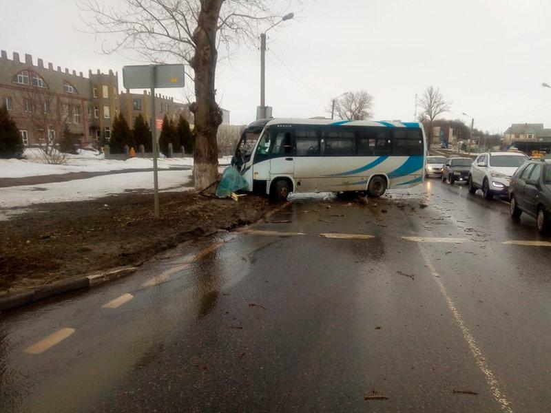 В Белгороде в аварии с автобусом пострадали два человека, фото-1