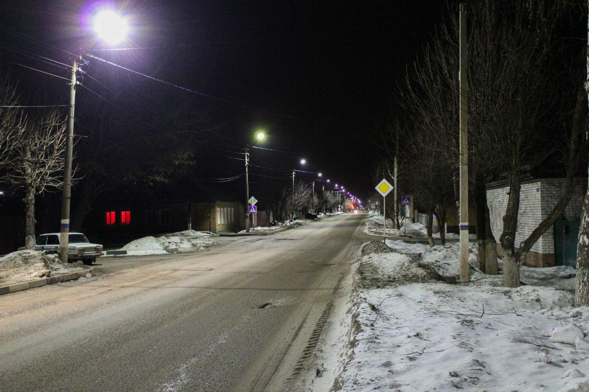 Инновационные уличные светильники устанавливаются в Валуйках, фото-1