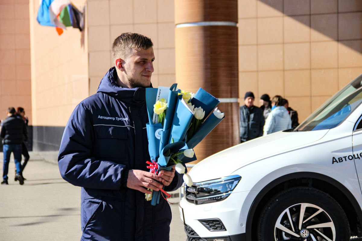 Накануне 8 марта белгородских автоледи поздравил автоцентр «Триумф», фото-1
