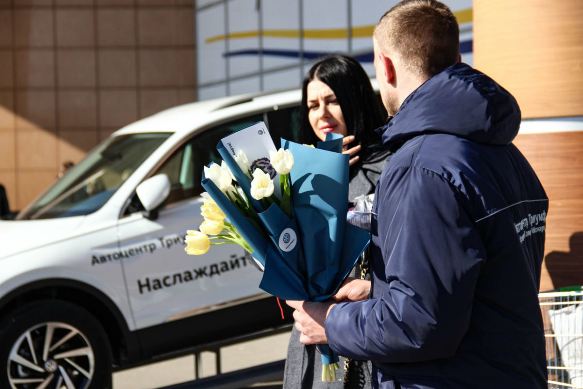 Накануне 8 марта белгородских автоледи поздравил автоцентр «Триумф», фото-3