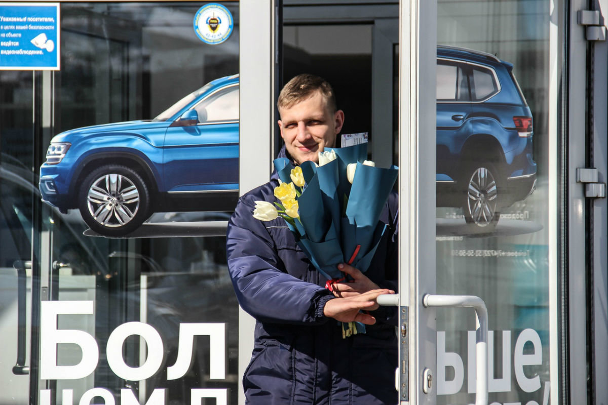 Накануне 8 марта белгородских автоледи поздравил автоцентр «Триумф», фото-5