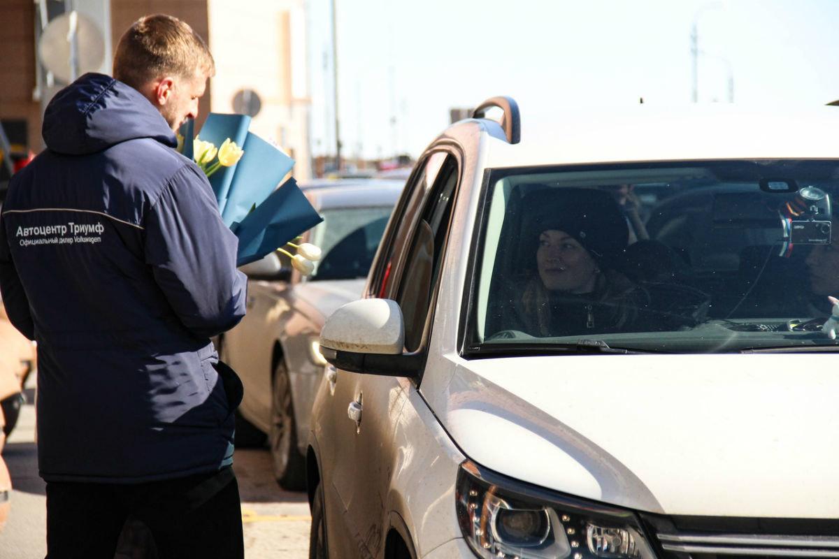 Накануне 8 марта белгородских автоледи поздравил автоцентр «Триумф», фото-6