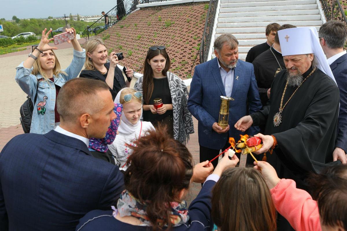 Сергей Фуглаев вместе с воспитанниками православного детского дома встретили Благодатный огонь в Прохоровке, фото-18