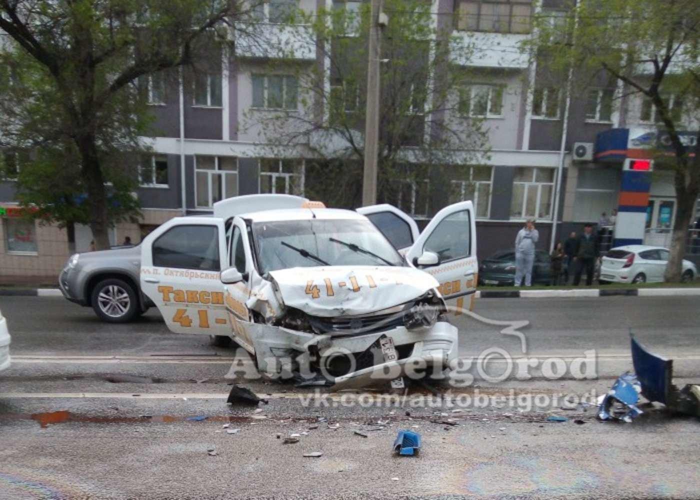 В центре Белгорода столкнулись такси «Рено» и «Ниссан» , фото-2