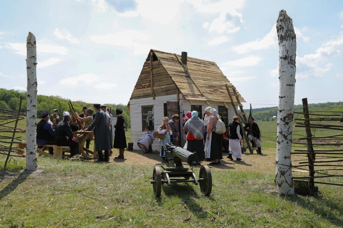 «Враги сожгли родную хату». Под Белгородом воссоздали сражение столетней давности, фото-11