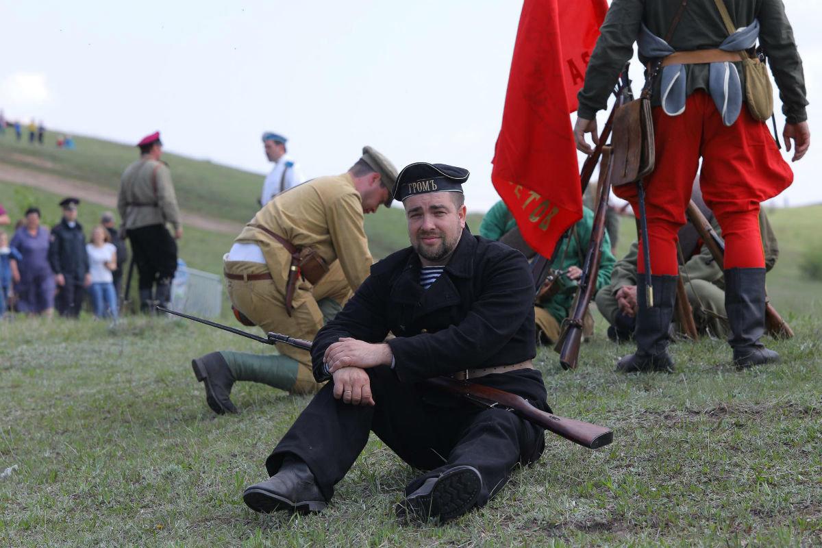 «Враги сожгли родную хату». Под Белгородом воссоздали сражение столетней давности, фото-15