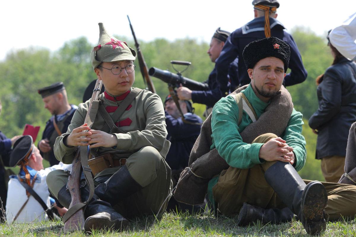 «Враги сожгли родную хату». Под Белгородом воссоздали сражение столетней давности, фото-16