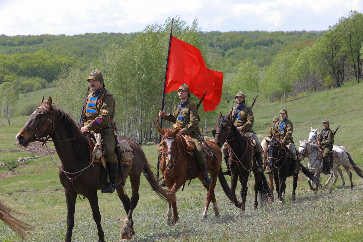 «Враги сожгли родную хату». Под Белгородом воссоздали сражение столетней давности, фото-20