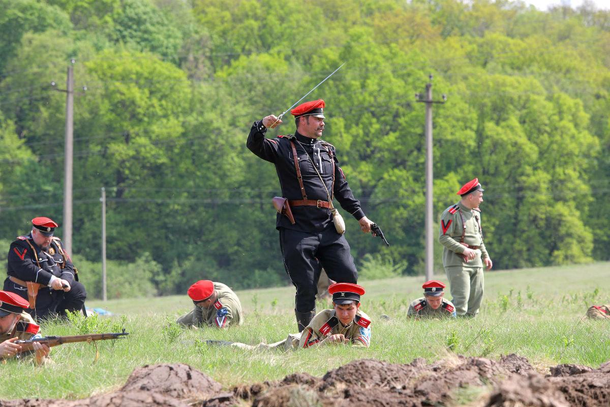 «Враги сожгли родную хату». Под Белгородом воссоздали сражение столетней давности, фото-27