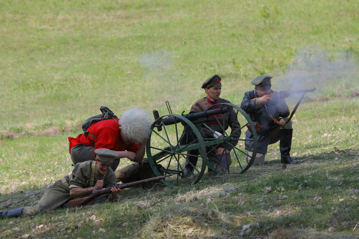 «Враги сожгли родную хату». Под Белгородом воссоздали сражение столетней давности, фото-28